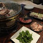 炭火焼ホルモン Fuu - タン塩と豚トロ、枝豆