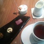 45955699 - 小菓子と紅茶