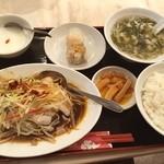 華錦飯店 - 華錦魚屋ランチの真鯛のピリ辛蒸し