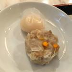 華錦飯店 - ランチセットの海老蒸し餃子とシュウマイ