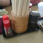 セルフまるやうどん - テーブル