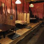 とりや - 友達と伊丹で会って久々の晩ご飯=3=3=3 お知り合いに阪急伊丹駅前ひがし商店街にあるこちらのお店を勧められたそうで予約してくれてた☆彡 店内はカウンターとテーブル席で、カウンターへ。