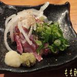 とりや - もも刺身(650円)♪ 鶏肉はどのお料理も旨味がある! あ〜日本酒が飲みたくなるよ(*^.^*)