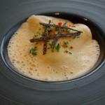45962486 - 魚料理:オマール海老のラビオリとホワイトアスパラガスのビスク風