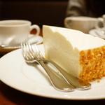 ハーブス - レアチーズケーキ (¥600)、パシフィックノースウェストブレンド (¥600)