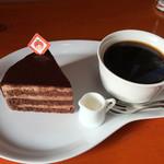 パティスリーセボン - チョコケーキとコーヒー