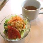 珈琲ニューペンギン - 料理写真:セットのサラダ&スープ!