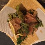 囲炉裏料理と日本酒スローフード 方舟 銀座インズ店 - セロリの漬物。日本酒に合う