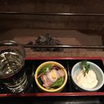 囲炉裏料理と日本酒スローフード 方舟 銀座インズ店 - お通しと食前酒