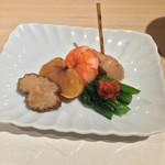 45973654 - 前菜 いぶりガッコ、生カラスミ、エビ、ホタテのたまり醤油づけ、小松菜のもろ味噌のせ
