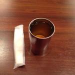45973975 - 紙お手拭きとタンブラーにたっぷり入れられたジャスミン茶 このジャスミン茶の香味が強いです!