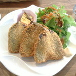 オーガニックカフェ チャント - 2015/3 カリッとふわっとアジフライ、アップ。1切れ添えられていた合鴨の卵の卵焼きが凄く美味でした、卵焼き定食で食べたいw