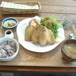オーガニックカフェ チャント - 2015/3 アジフライ定食!ご飯は雑穀米。お味噌汁も小鉢も美味しくて大満足