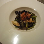 Irukorattsuere - 焼きウニとアオリイカのイカスミパスタ。いろんな見た目、味共にバランスよくて美味しかったです。