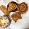 アンデルセン - 料理写真:コロネリンゴクリーム、アップルパイ、デンマークチーズクリームペストリー、リンゴのパイと栗が入っていたようなデニッシュ