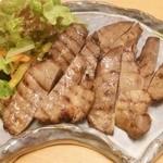 山乃薫 - 夜、豚たん網焼き