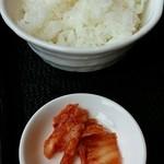 らーめん八角 - ライス・キムチ
