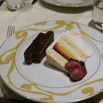 ル サロン ジャック・ボリー - ビターなチョコケーキとメレンゲとアイスのケーキ