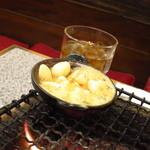 炭火焼しちりん - 名物のニンニクのオイル焼き