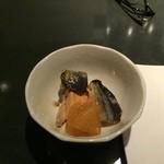 龍屋 - 料理写真:お通し(鮭と大根のあんかけ煮)