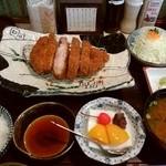 45987970 - 定食全体(杏仁豆腐は今日のサービス)