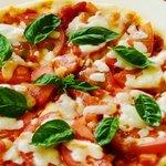 レストラン花咲 - 季節限定 片品産トマトのマルゲリータピザ