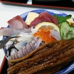 食堂 備前 - ふくふく丼(海鮮丼アップ)