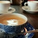 ミルクホール - ミルク紅茶 \700
