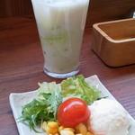 さくらチョップ - ランチ:サラダとドリンク