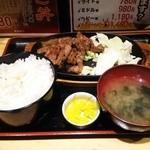 45999235 - ブーテキ定食ライト級780円 白飯 味噌汁