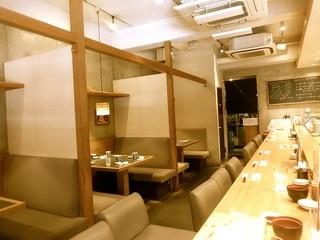 板前寿司  銀座コリドー店 - カウンター席とテーブル席!