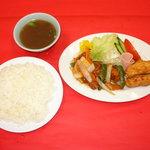 マルシン飯店 - 酢豚とから揚げのスペシャルコンビ!ご飯がすすみ過ぎてお替りが欲しくなります!!(730円、夜9時まで)