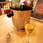 アイレMDレストラン - シャンパンはサービスです