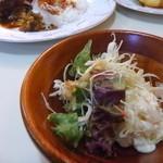 カフェ&レストラン カルネ - サラダ付き
