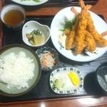 よし川 - 美味しい立派な海老フライが5本!