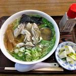 らーめん工房 魚一 - カキラーメン(魚醤・あっさり・細麺)(2015年12月)