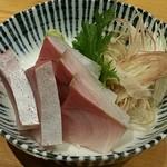 泳ぎイカ 九州炉端 弁慶 - 鰤のお刺身