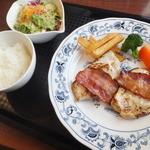 パルケ デ マキ - Aランチの鶏むね肉の塩糀漬け焼ベーコン添え 770円