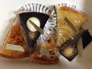 バイカル - フランボワーズ、洋梨、リンゴ、チョコタルト、チョコのケーキ