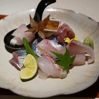 島之内 一陽 - 料理写真:刺身盛り合わせ 鯵・天然鯛・喉黒昆布〆・新さんま・カサゴ・鰹・甘海老