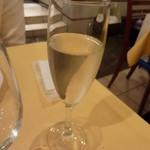 ラ・ベットラ・ペル・トゥッティ - シャンパン