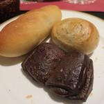 サンマルク - チョコにバジルパン。