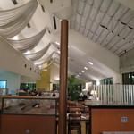 サンマルク - 天井の高い店内。