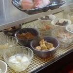 七津屋 - どんどん売れていく、まぐろの角煮