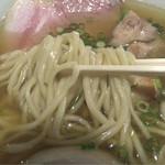 らーめん本竈 - 丸松製麺のエッジのきいた中太麺
