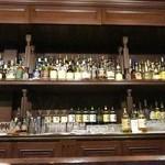 浅草サンボア - ズラリと並ぶウイスキー
