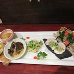 マンダリン マーケット文華市場 - 【夜】前菜の盛り合わせです(2人前)。イカの辣油和え・小柱のマスタードマヨ和え・サバの豆鼓オイル漬け。 豆腐干しと枝豆のオイルソース和え。 華味鳥のネギソース。