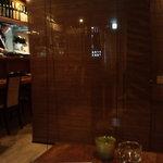 四季菜・炭火Dining 樂 - 奥の席から見た店内