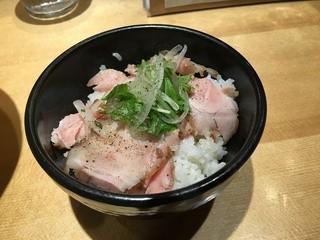 焼きあご塩らー麺 たかはし 新宿本店 - 塩だれロース丼(セット時+280円)