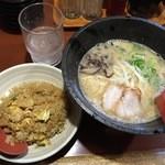 博多ラーメン 心 - Bランチ/ラーメン・半チャーハン(850円)